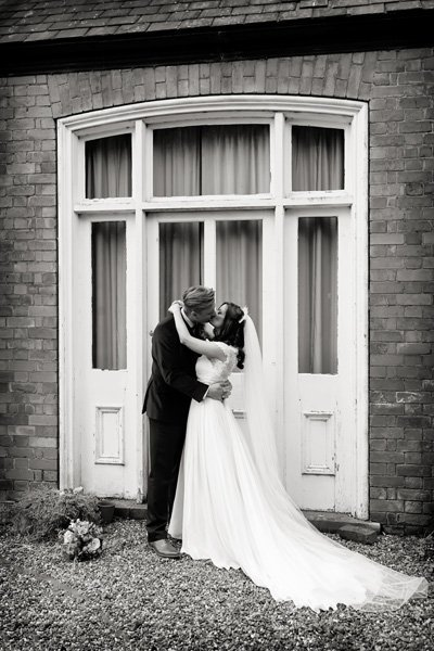 bride and groom kissing in gardens at Newark Town & District Club