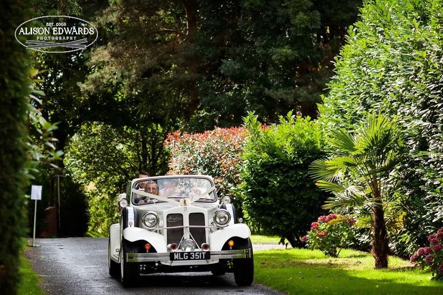 bride and groom arriving at Goosedale in wedding car